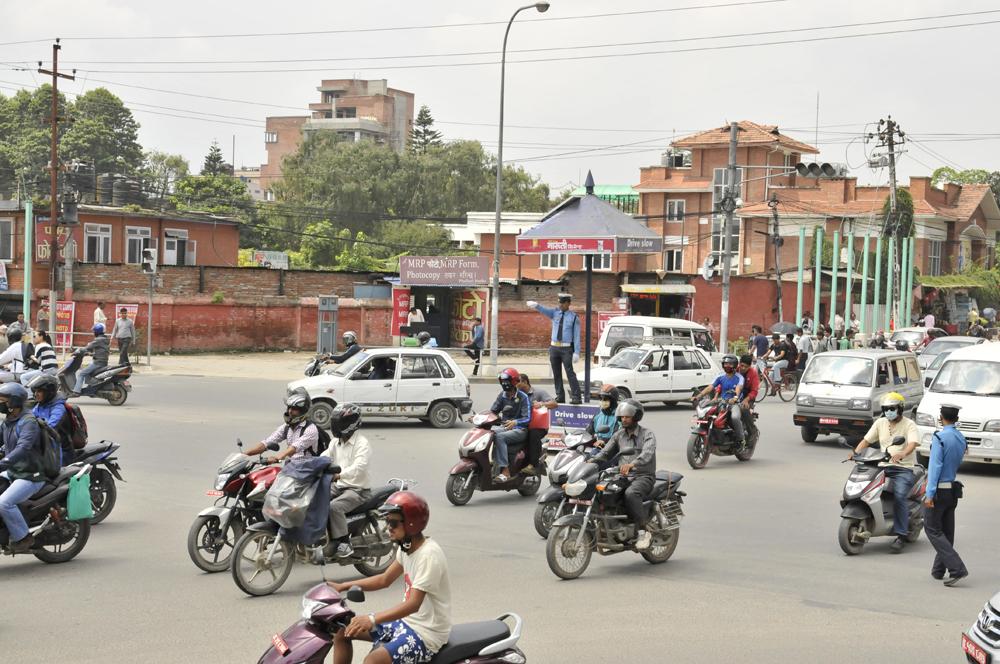 liveseasoned fall15 kathmandu nepal traffic 7