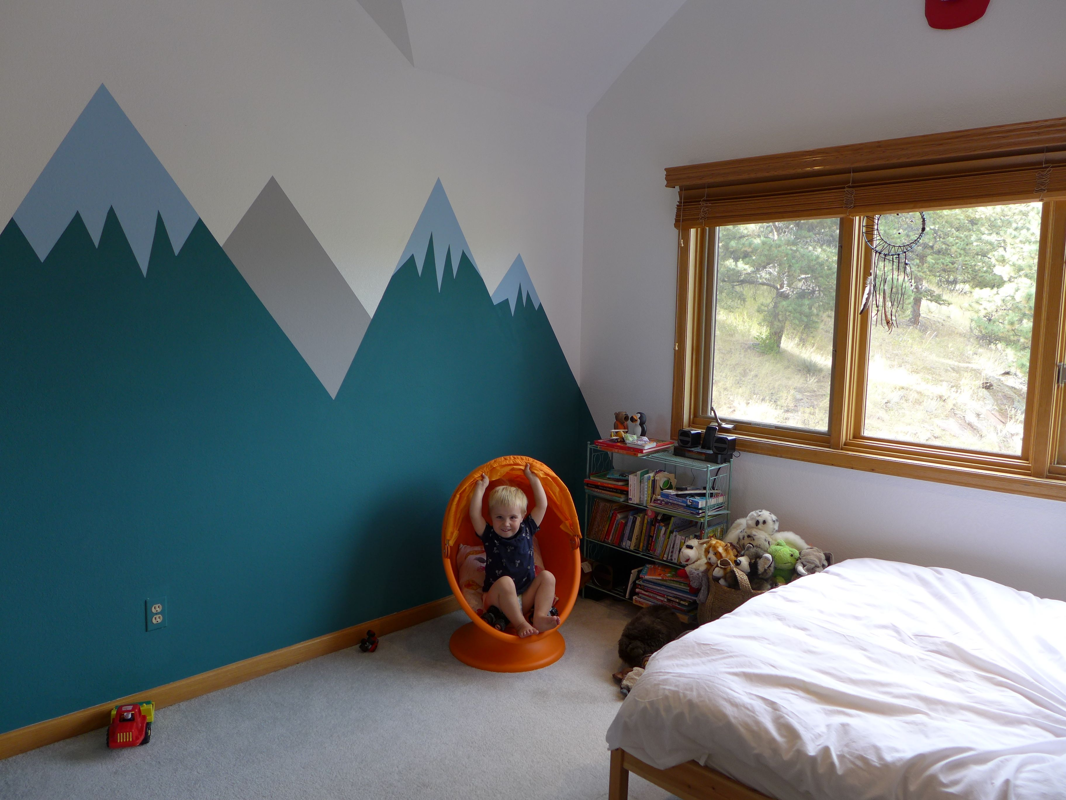 Alex\'s Bedroom : Painting the Mural -
