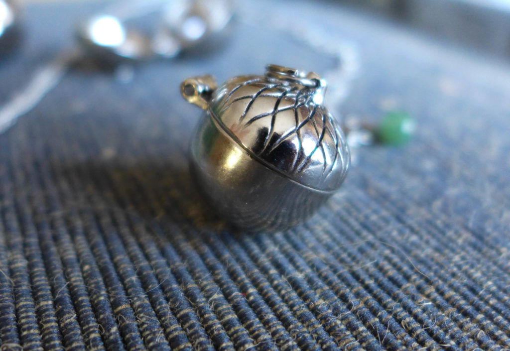 solid_perfume_necklace2