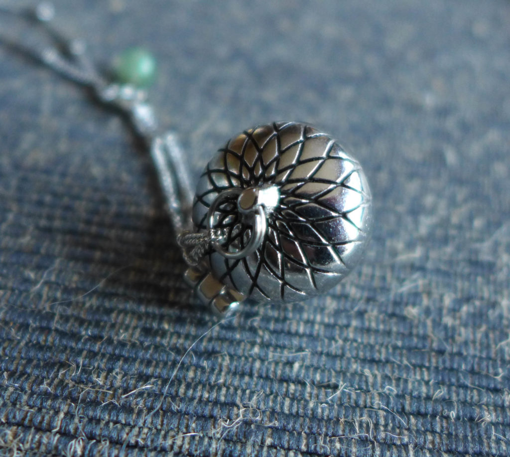 solid_perfume_necklace4