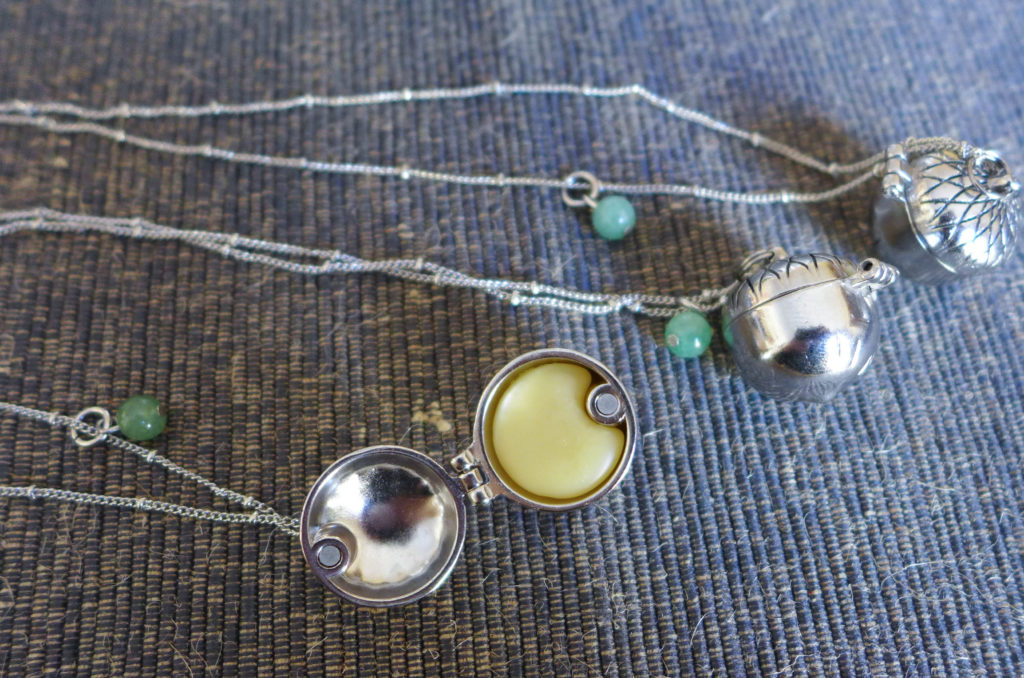 solid_perfume_necklace6