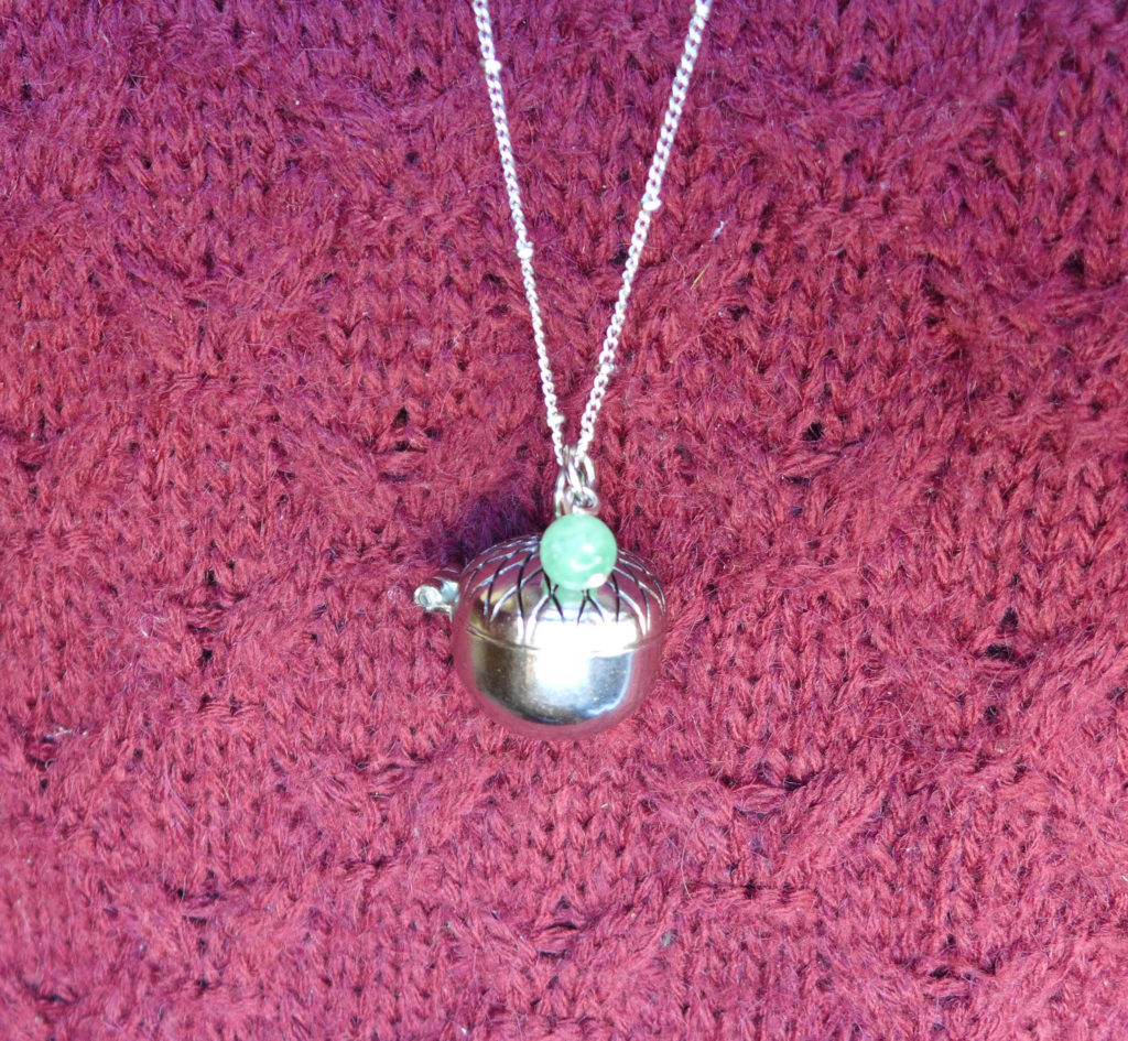 solid_perfume_necklace7